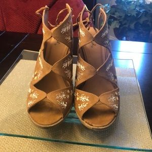 Quipid Wedge Suede and Embroidery Flowers - Heels